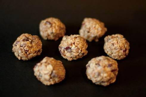 No-Bake Peanut Butter Energy Bites from freshandfoodie.com @freshandfoodie