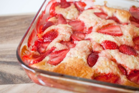 Strawberry Buttermilk Pudding Cake with Mascarpone from freshandfoodie.com @freshandfoodie