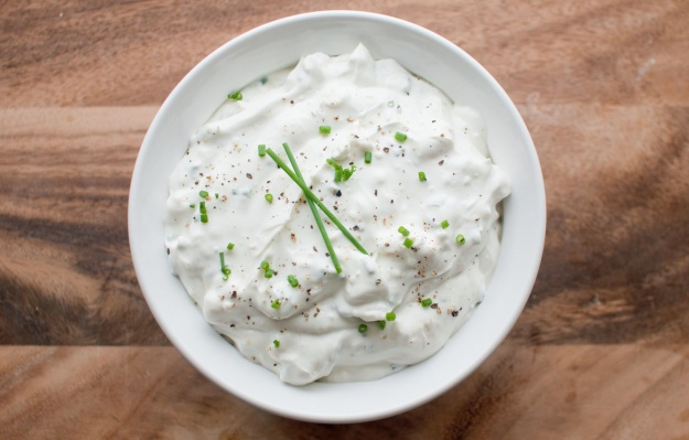 Creamy Greek Blue Cheese Dip from freshandfoodie.com @freshandfoodie
