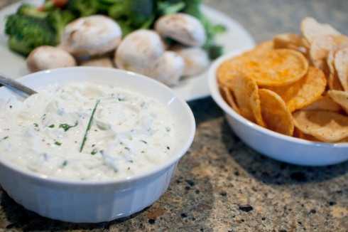 Creamy Greek Blue Cheese Dip from freshandfoodie.com @freshandfoodie