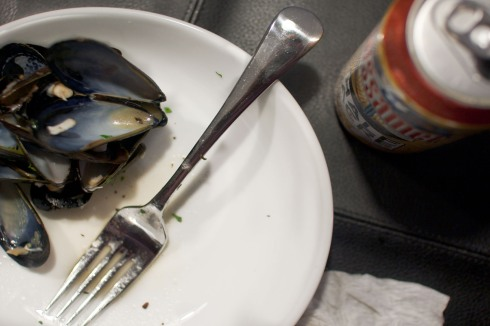 Hopleaf Mussels with Half Acre Gossamer from freshandfoodie.com @freshandfoodie
