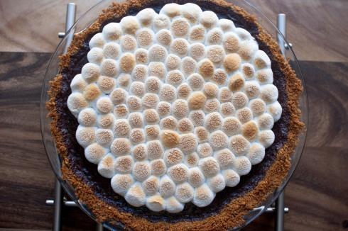 Decadent S'mores Pie from freshandfoodie.com @freshandfoodie