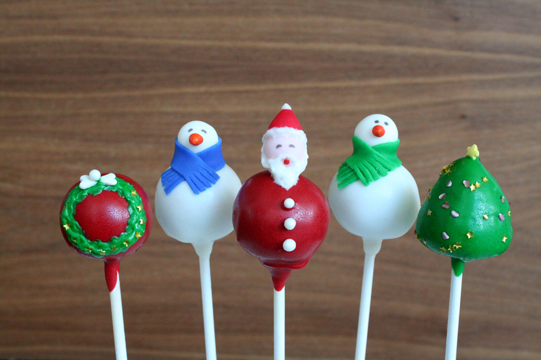 christmas cake pops cake pop giveaway from dresserts fresh amp foodie 2930