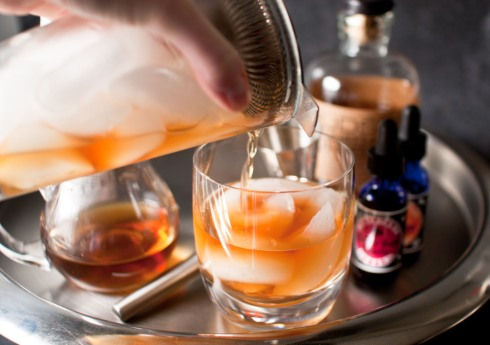 the perfect old fashioned from freshandfoodie.com @freshandfoodie