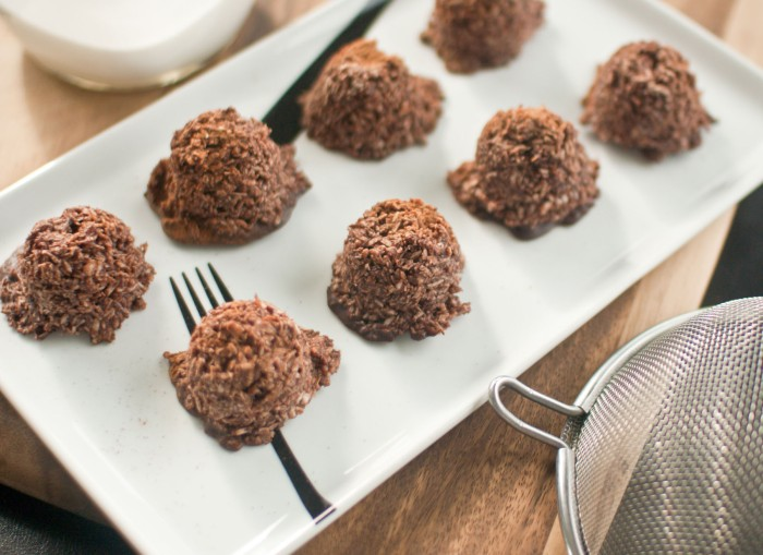 spiced chocolate macaroons #paleo #dairyfree #grainfree from freshandfoodie.com @freshandfoodie