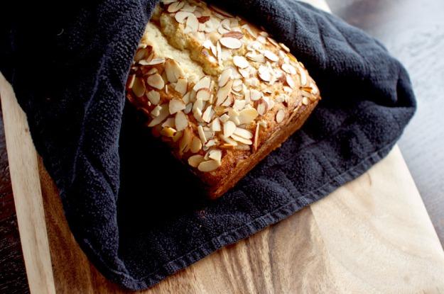 cardamom pound cake from freshandfoodie.com @freshandfoodie